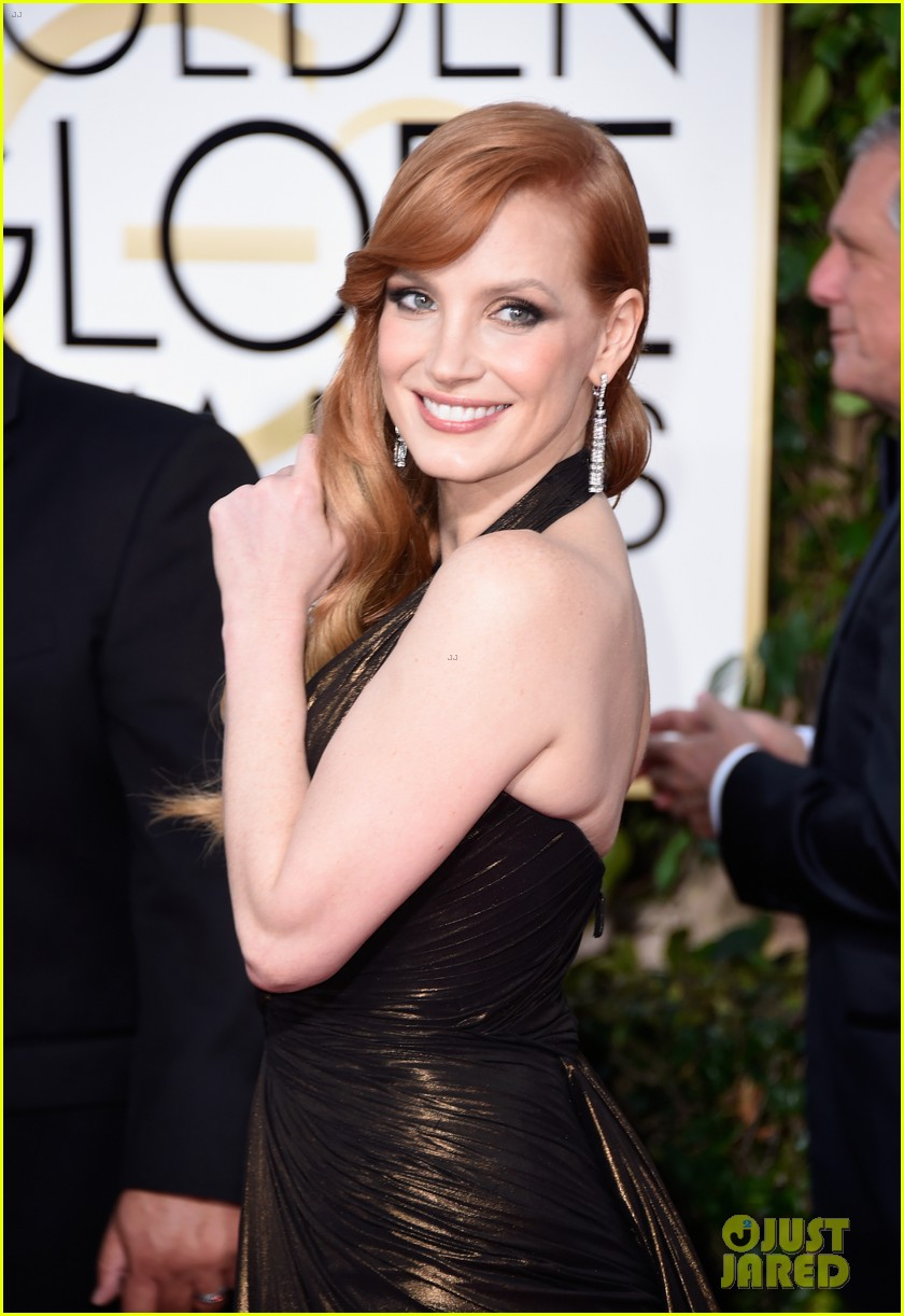 jessica chastain rocks shimmering dress at the golden globes 2015 023277938