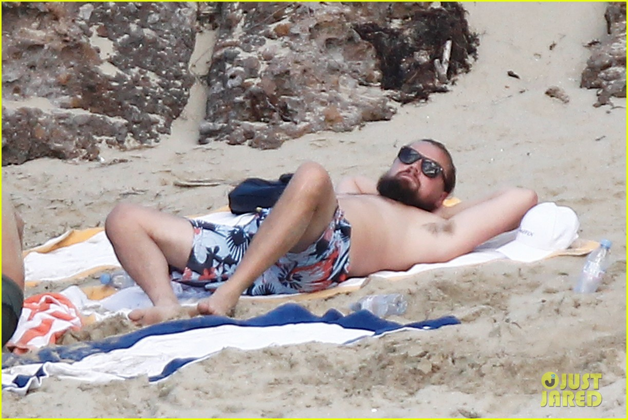 leonardo dicaprio continues st barts trip surrounded by women 073271425