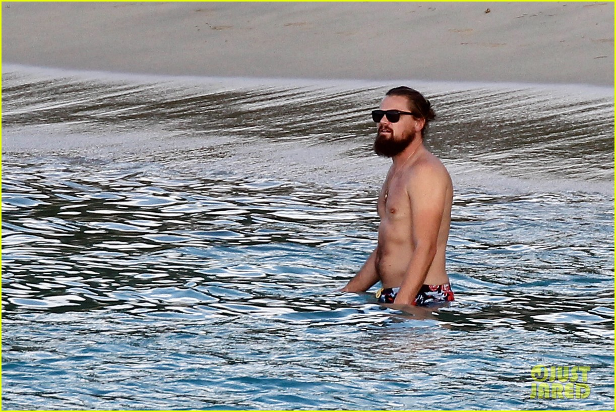leonardo dicaprio continues st barts trip surrounded by women 153271433