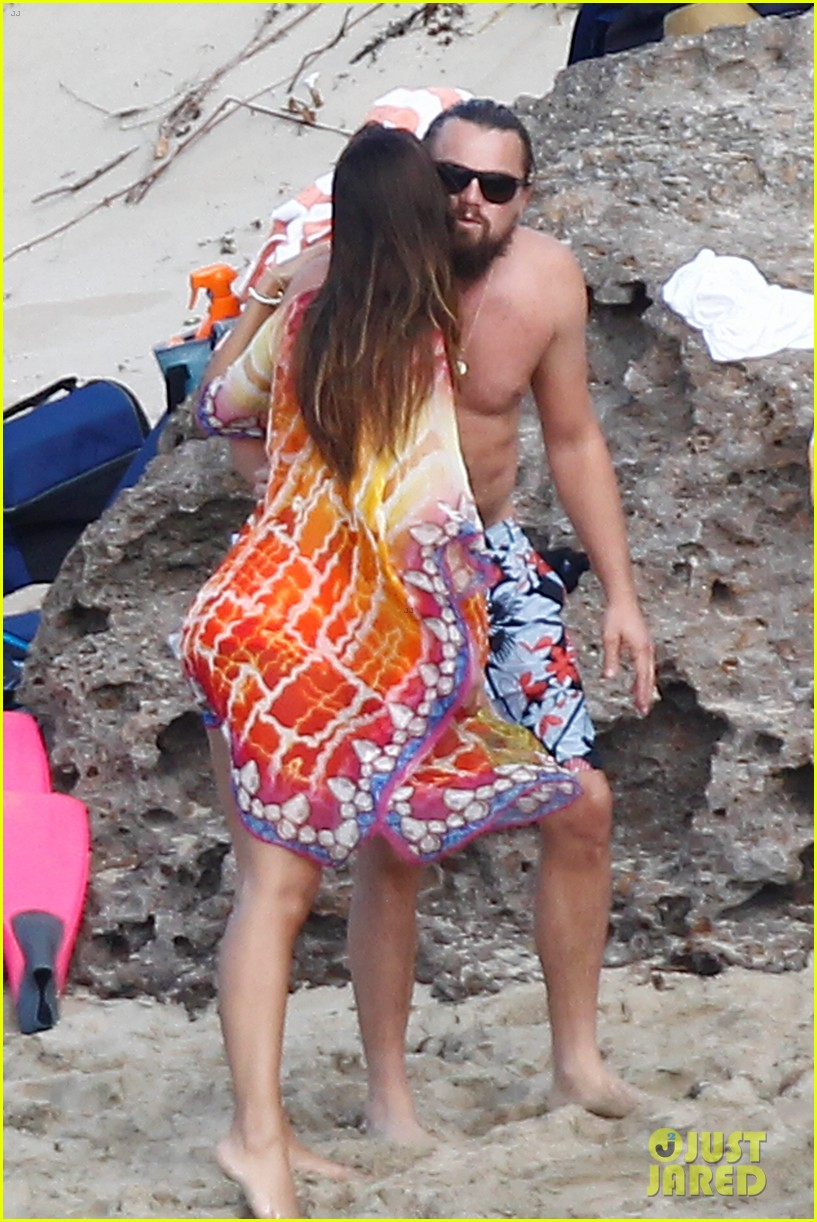 leonardo dicaprio continues st barts trip surrounded by women 193271437