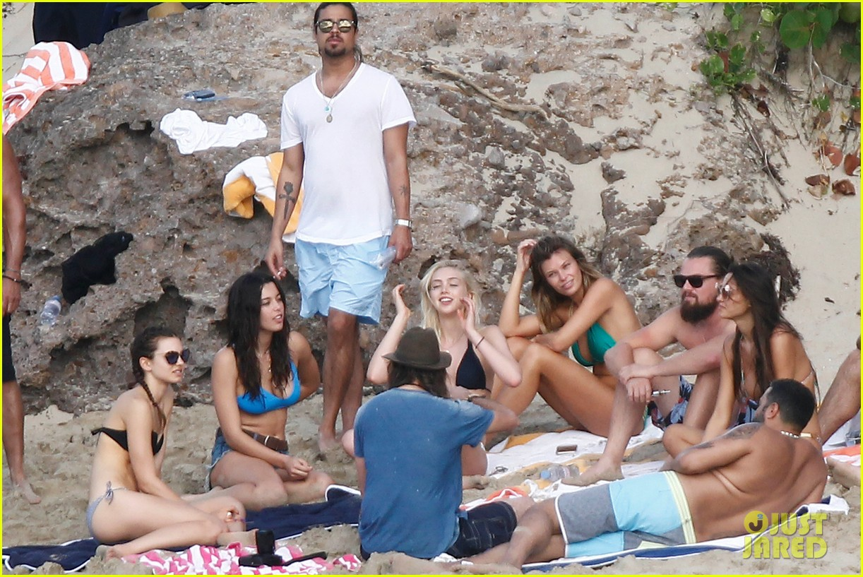 leonardo dicaprio continues st barts trip surrounded by women 213271439