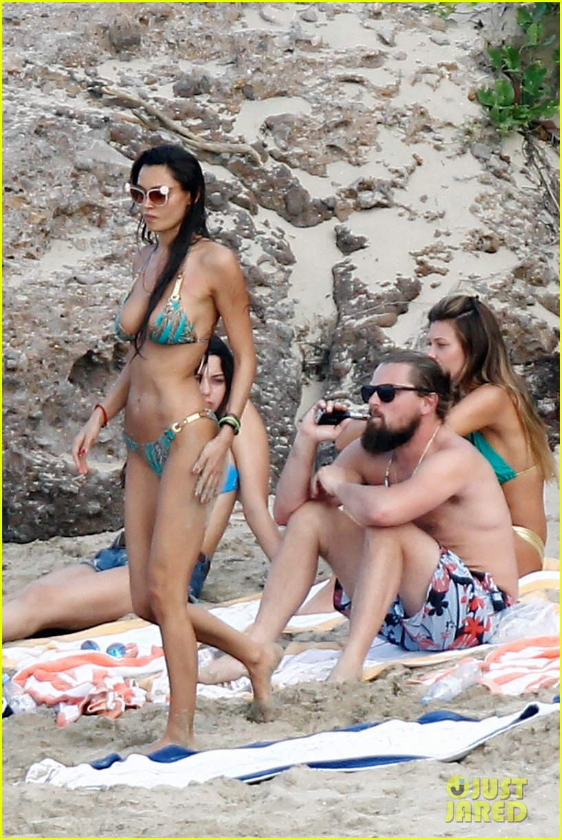 leonardo dicaprio continues st barts trip surrounded by women 283271446