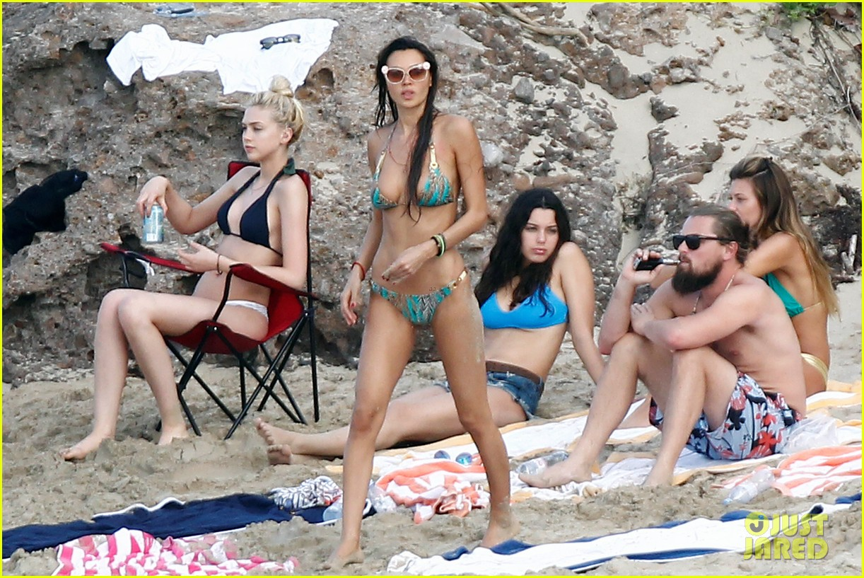 leonardo dicaprio continues st barts trip surrounded by women 293271447