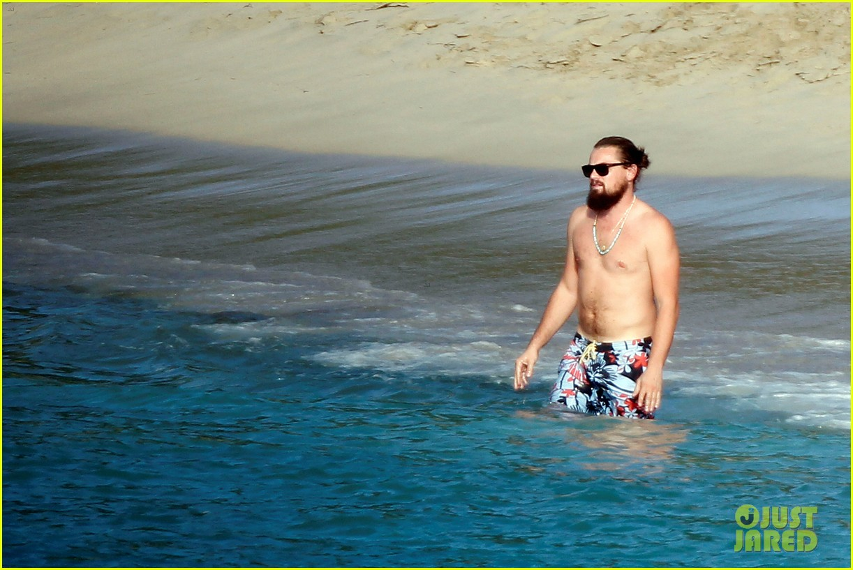 leonardo dicaprio continues st barts trip surrounded by women 373271455