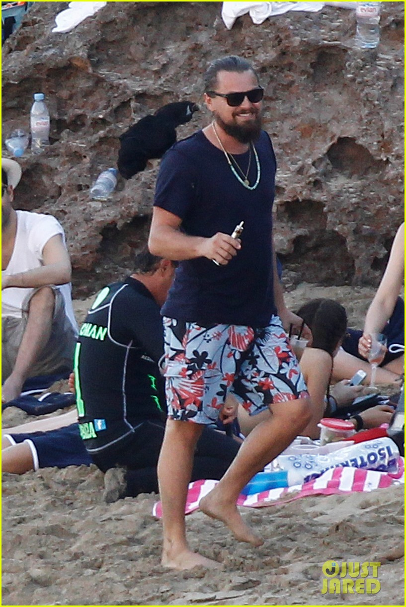 leonardo dicaprio continues st barts trip surrounded by women 413271459