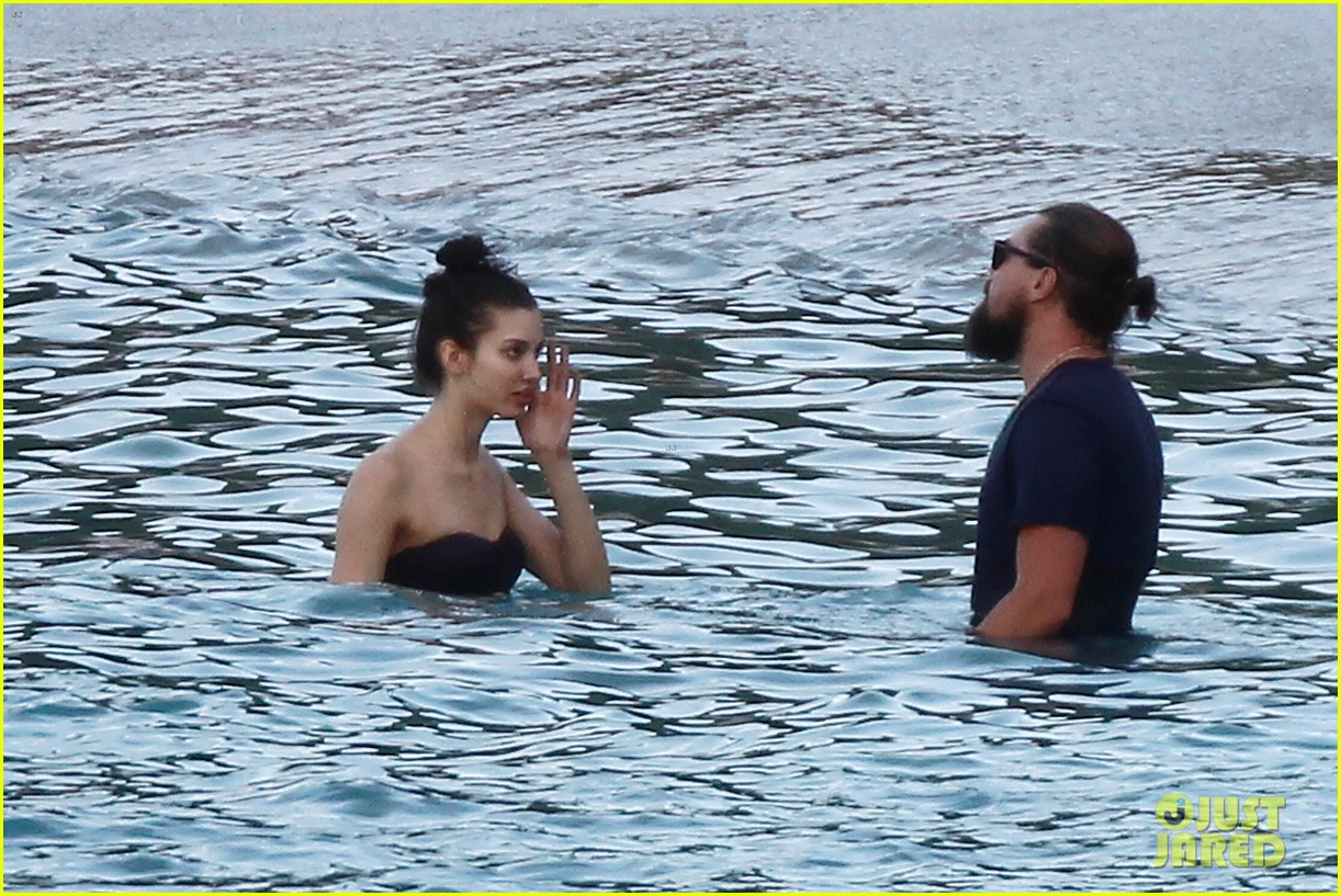 leonardo dicaprio continues st barts trip surrounded by women 453271463