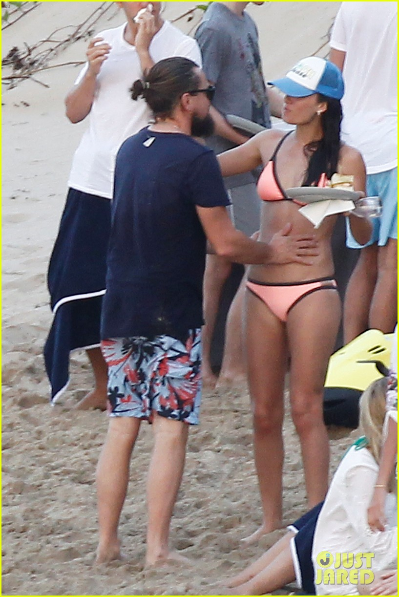 leonardo dicaprio continues st barts trip surrounded by women 513271469