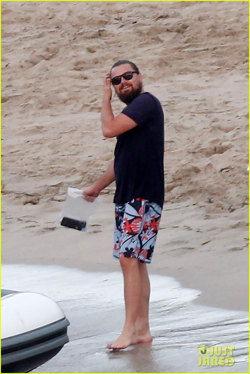 leonardo dicaprio continues st barts trip surrounded by women 653271483
