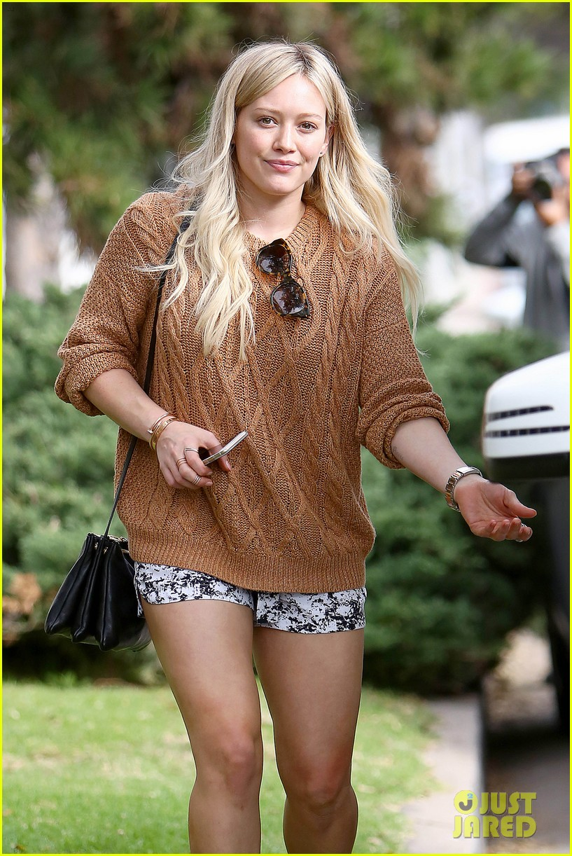 Hilary Duff Lunches While Pregnant Sister Haylie Gets Pampered ...