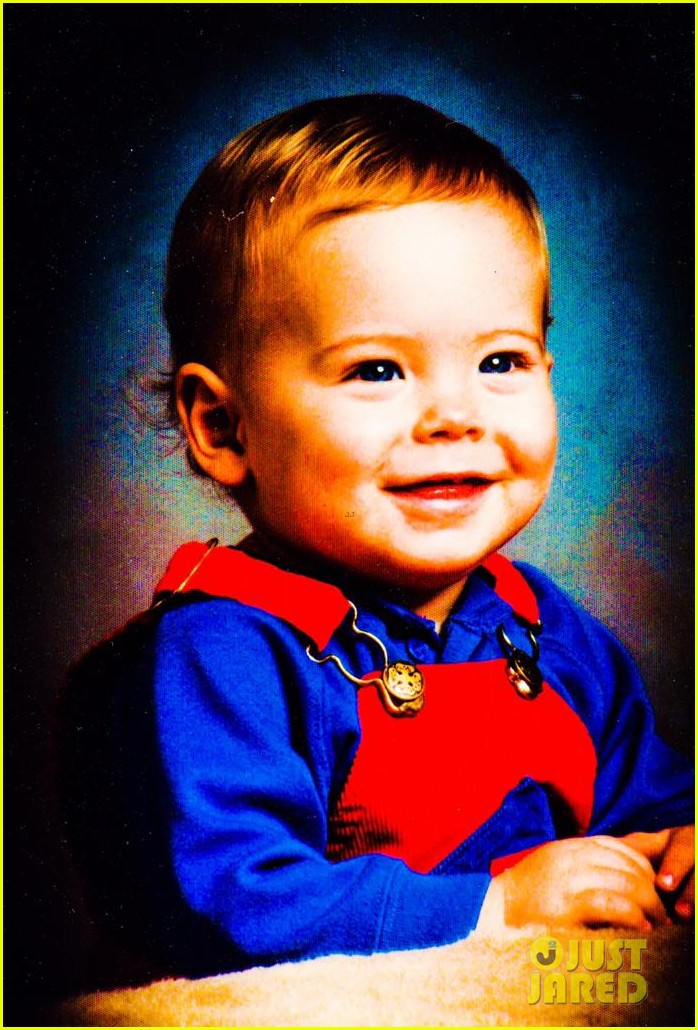 zac efrons baby photo is the ultimate throwback picture3292024