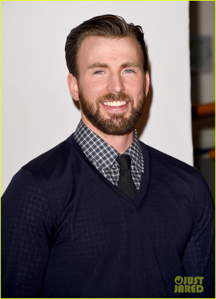 chris evans wins at peoples choice awards 2015 013274640