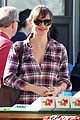 jennifer garner buys fruits veggies farmers market 06