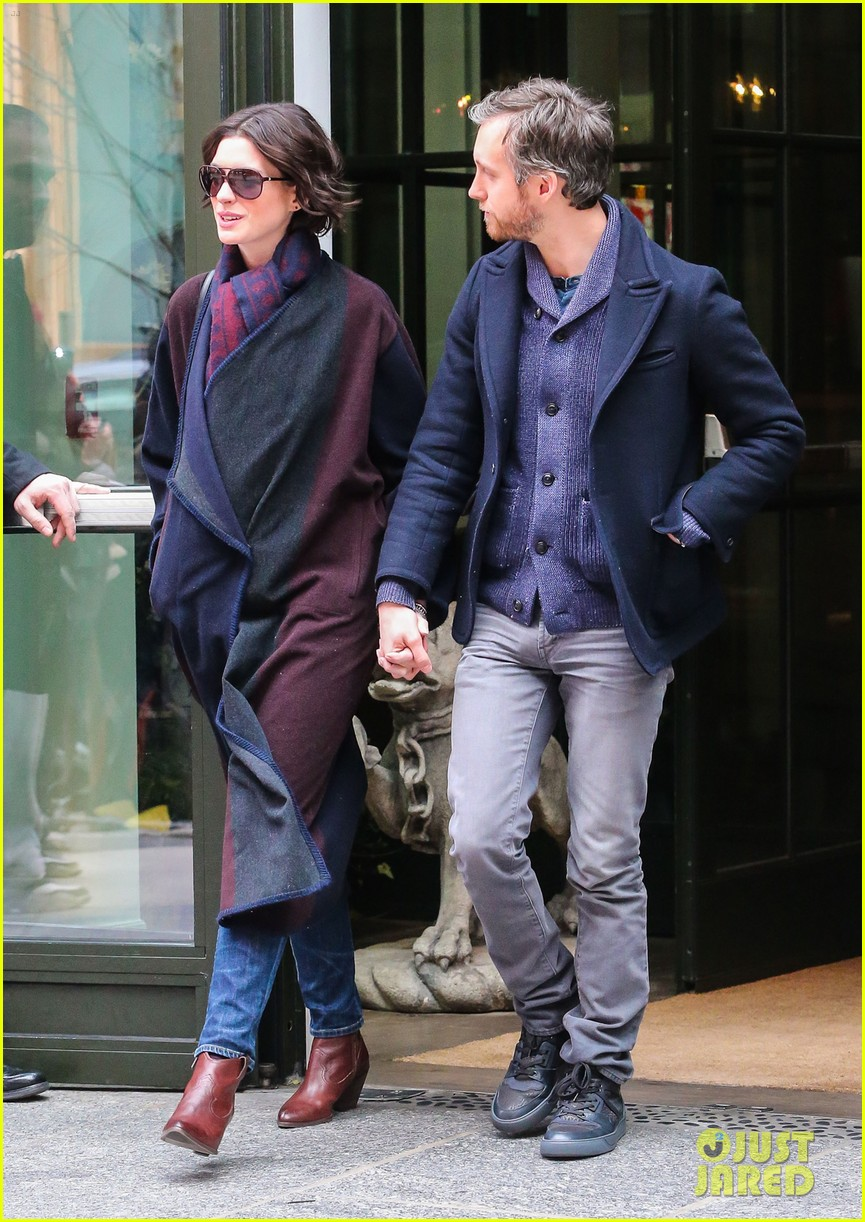 Im im images of anne hathaway - Anne Hathaway On Her Husband Adam Shulman I M His He S Mine Photo 3285266 Adam Shulman Anne Hathaway Pictures Just Jared