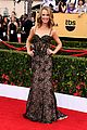 maria menounos goes gold for sag awards 2015 red carpet 14