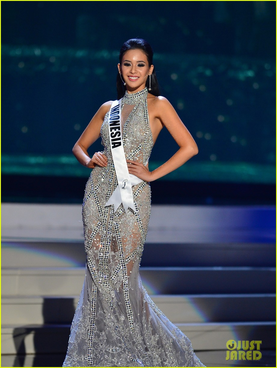 Miss Indonesia's Elvira Devinamira Awarded Best Costume ...
