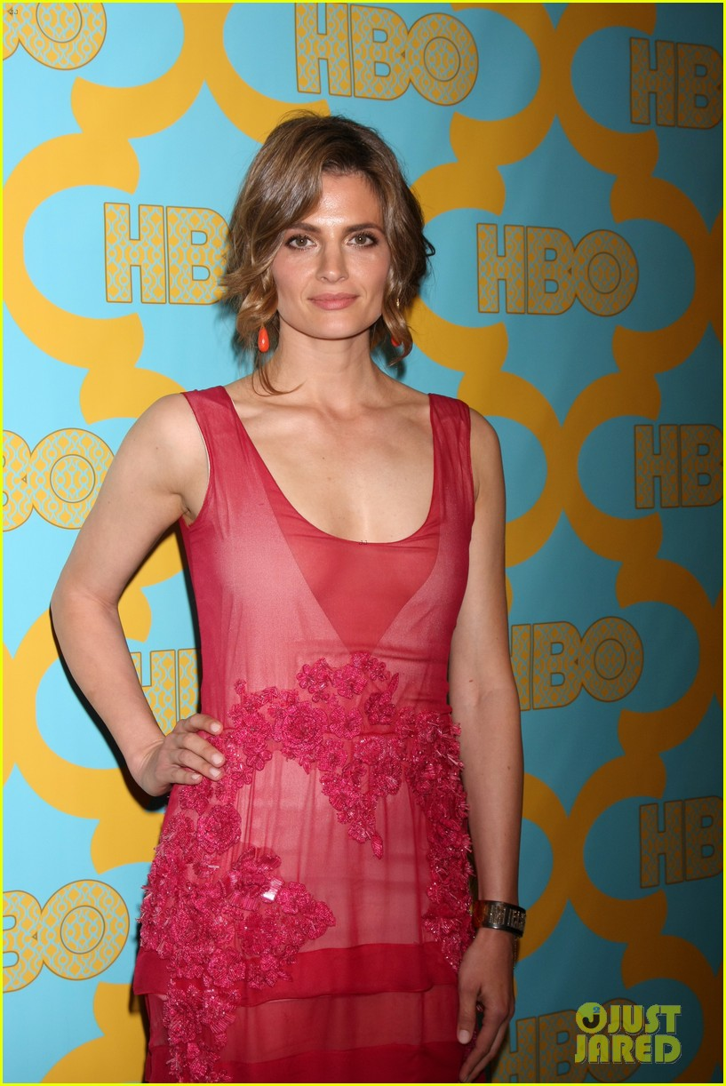 sarah paulson amp stana katic put on their best for hbos