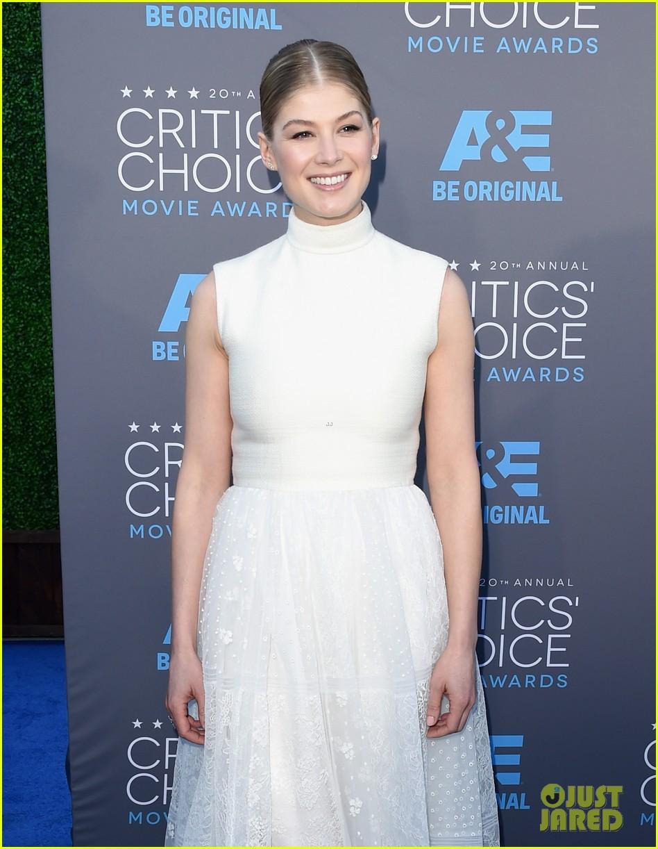 Critics Choice Awards >> Full Sized Photo of rosamund pike critics choice movie ...