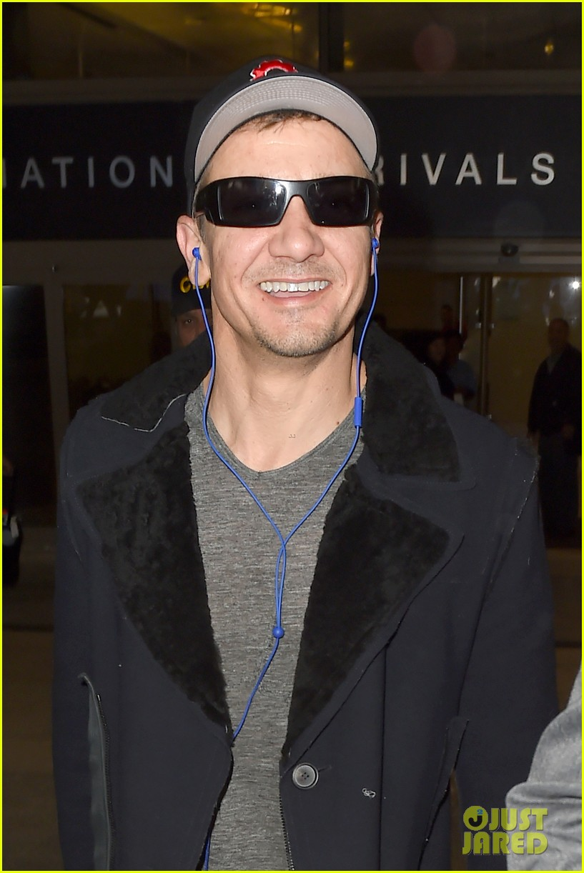 Jeremy Renner Shares Photo Of Tom Brady As Captain America Photo