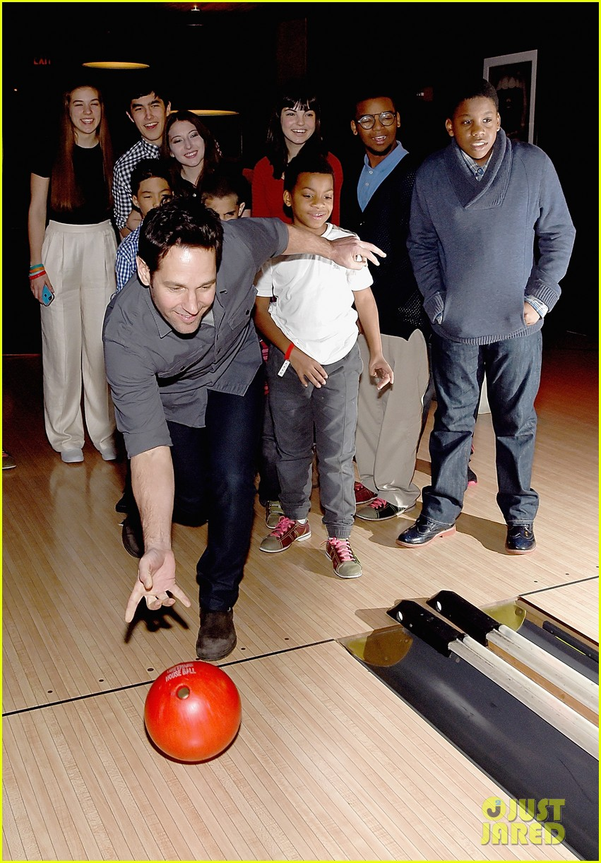 paul rudd hosts third annual all star bowling benefit with mariska hargitay 013279511