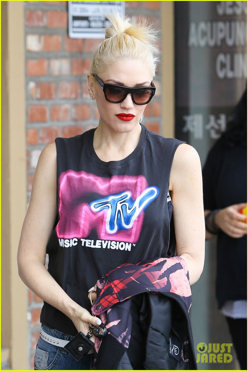 gwen stefani solo concert makes her want to throw up 043289551