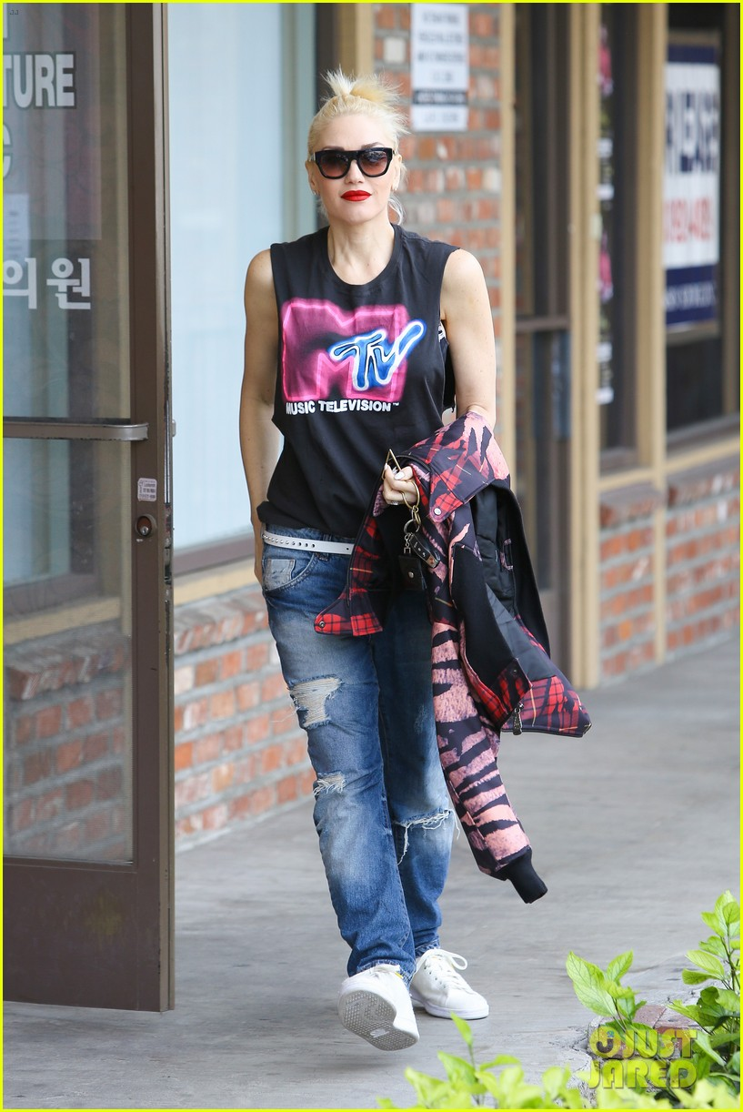 gwen stefani solo concert makes her want to throw up 063289553