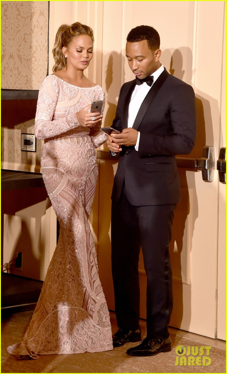 Chrissy Teigen Spoofs Her Cry Face at Golden Globes 2015: Photo ...