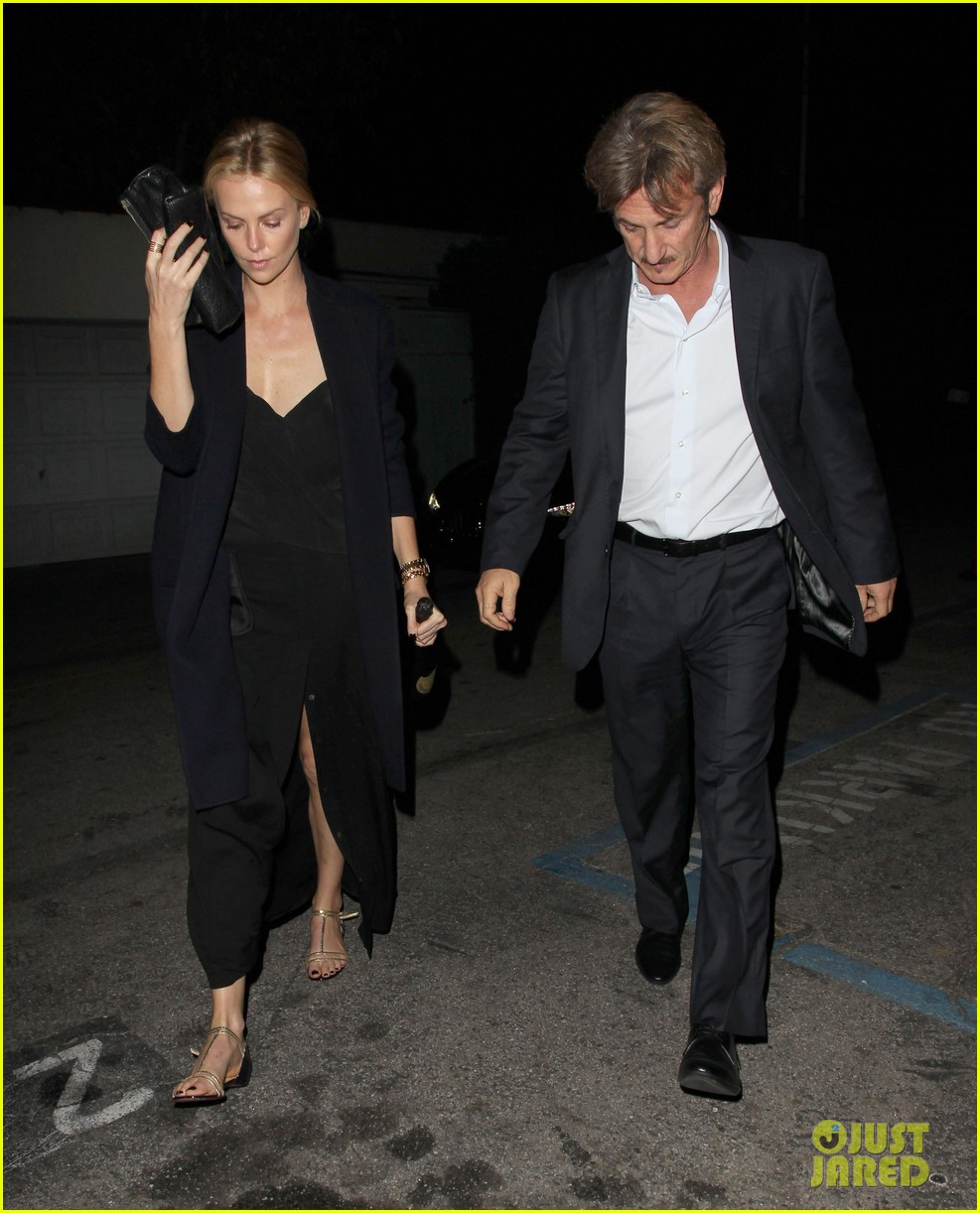 charlize theron sean penn attend party for george clooney 053273254