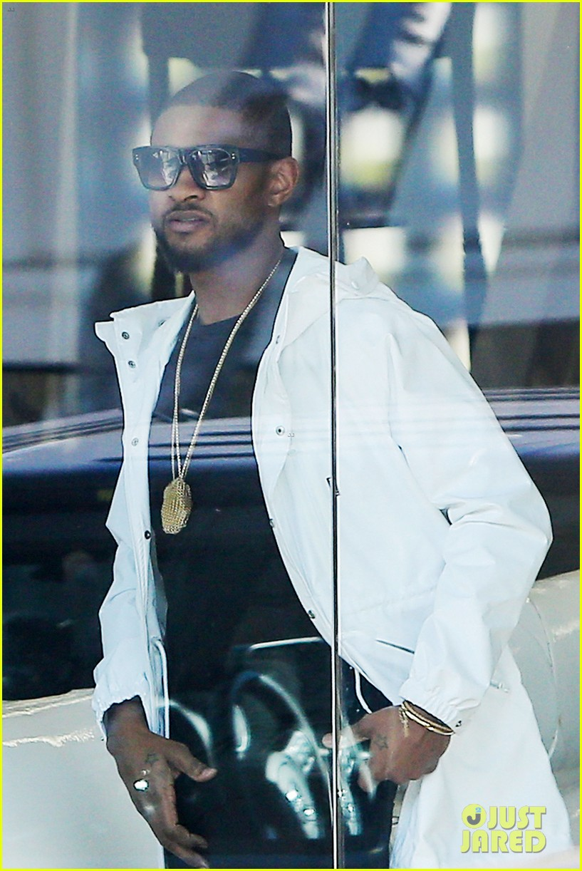 usher suffer red eye at nye party 133271813