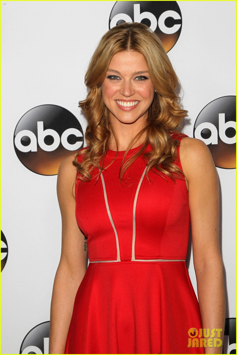 emily vancamp gets dolled up with revenge cast for tca press tour 093281115