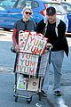 naomi watts liev schrieber whole foods shopping 02