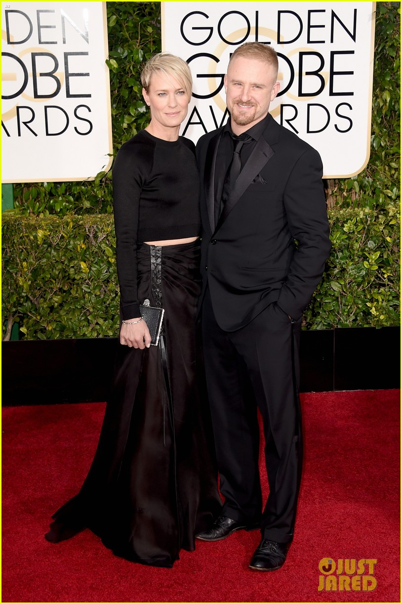http://cdn01.cdn.justjared.com/wp-content/uploads/2015/01/wright-globes/robin-wright-ben-foster-are-back-on-at-golden-globes-2015-04.jpg