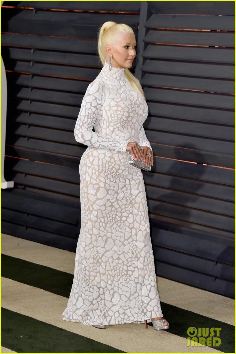 Tema Oficial: Christina Cantando en la Vanity Fair Party de los Oscars Christina-aguilera-vanity-fair-oscars-2015-party-08