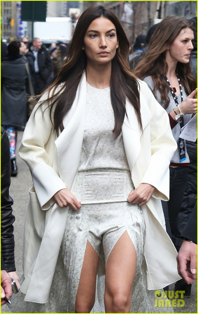 65d3f9e583a Lily Aldridge Sure Was Happy Beck Won at the Grammys!  Photo 3301666 ...