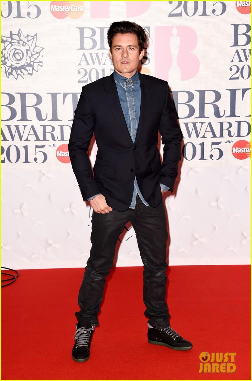 orlando bloom deremy irvine brit awards 2015 red carpet 053314031
