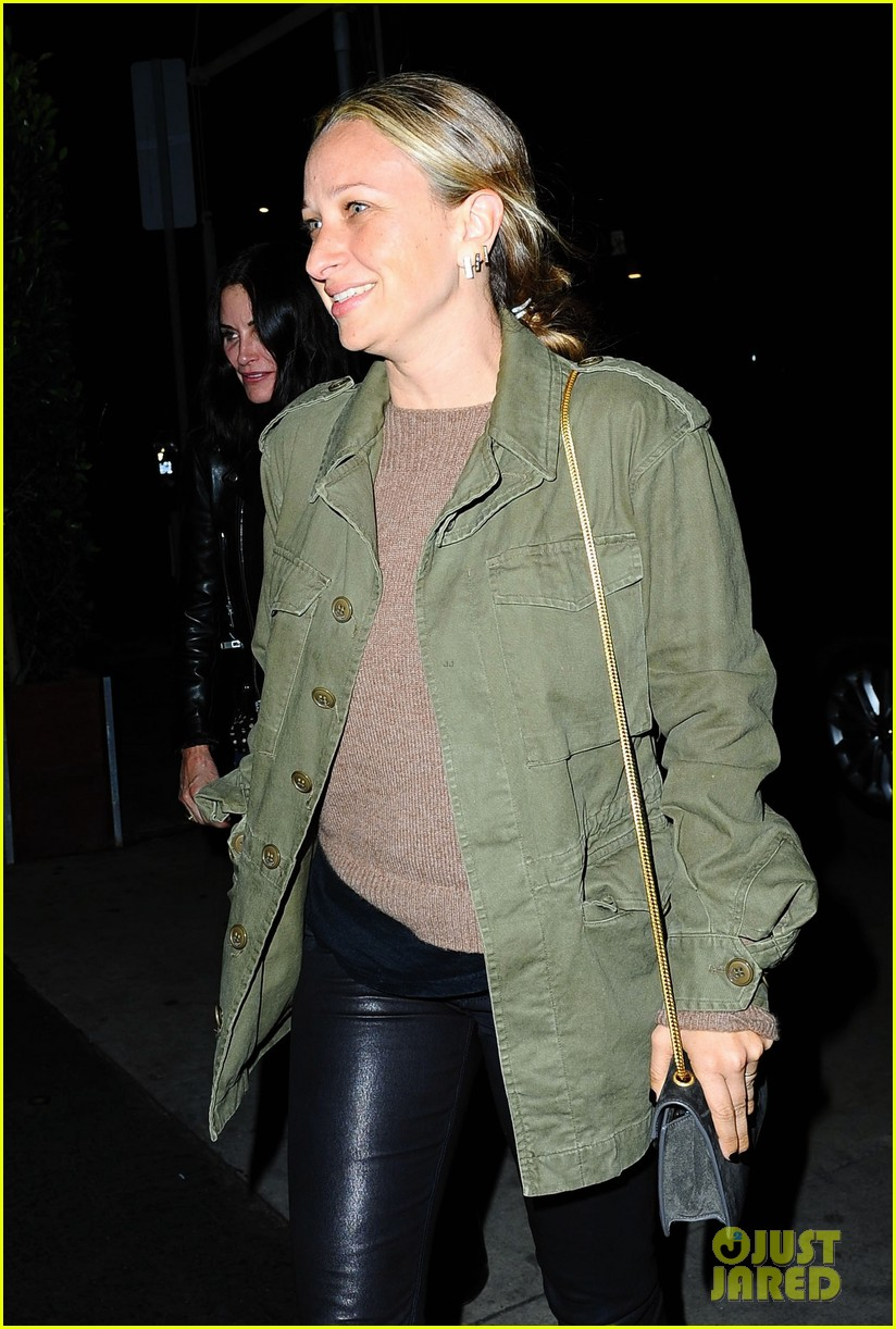 courteney cox johnny mcdaid show off airport pda 073314642