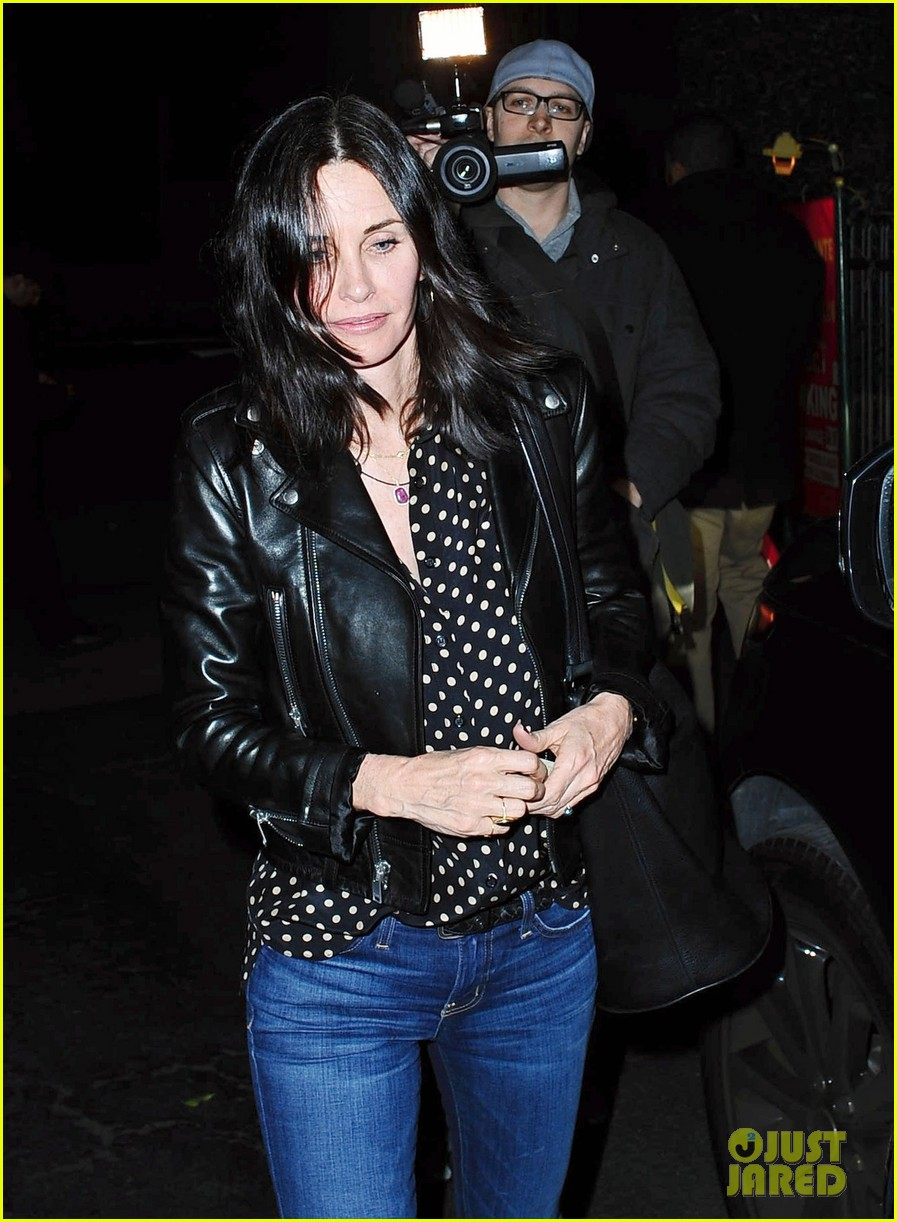 courteney cox johnny mcdaid show off airport pda 123314647