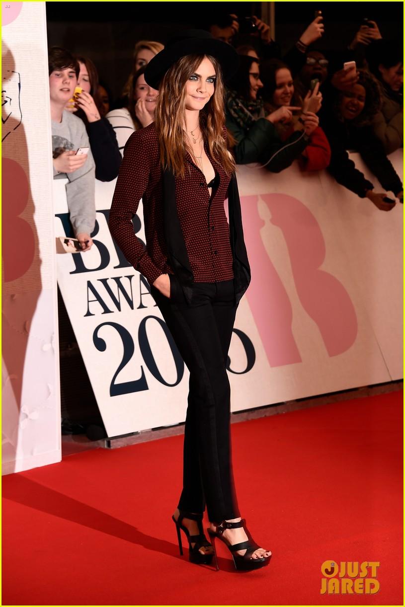 Full Sized Photo of cara delevingne flashes black bra brit awards 15 ...