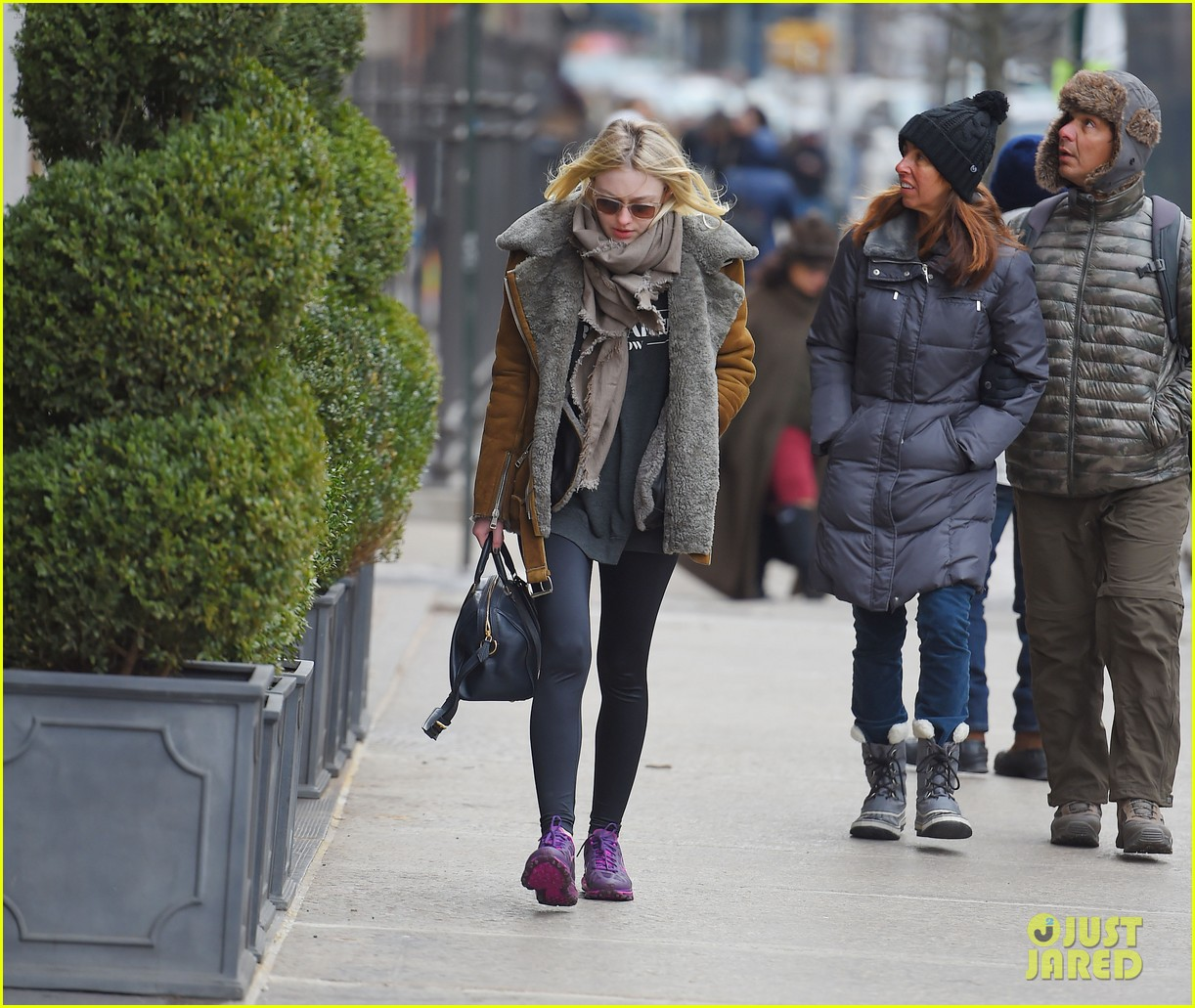 elle fanning school dakota fanning freezing nyc 023315601