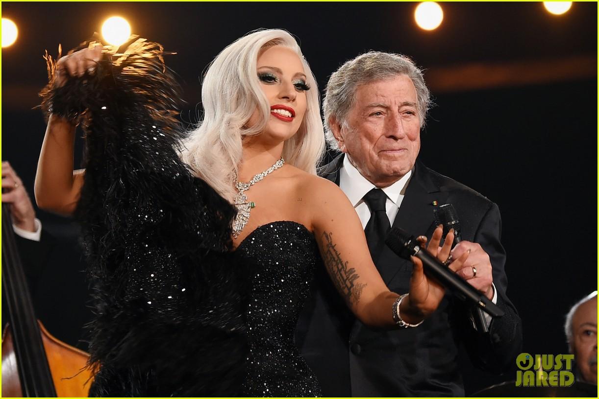 Lady Gaga & Tony Bennett Perform Duet 'Cheek to Cheek' at