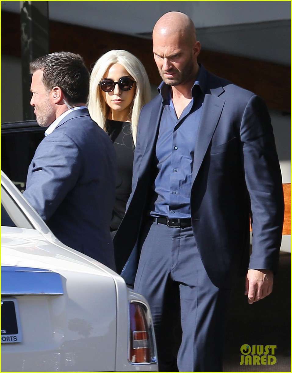 lady gagas bodyguard allegedly swatted india arie away 053302601
