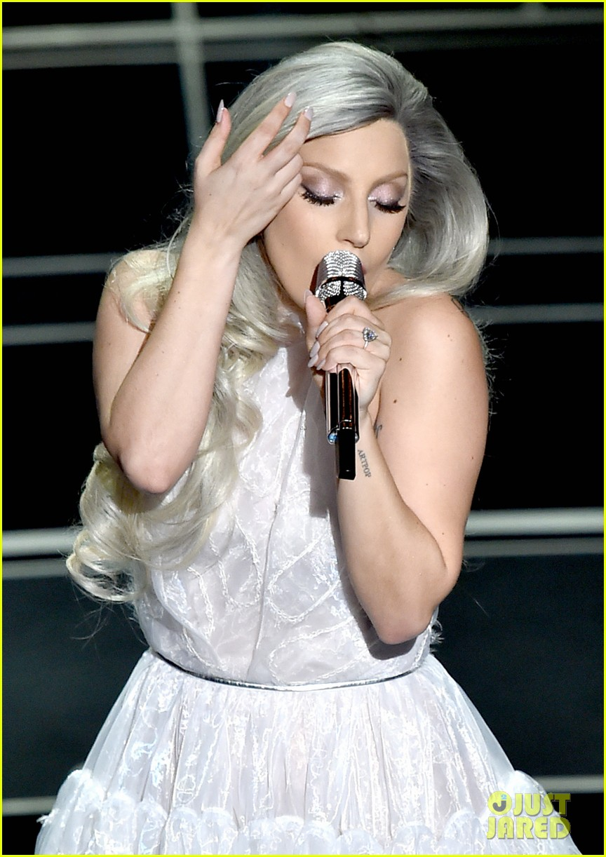 lady-gaga-sound-of-music-oscars-performa