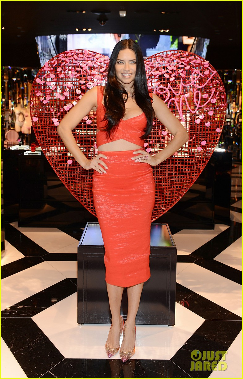 adriana lima red hot cleavage baring dress 053295167