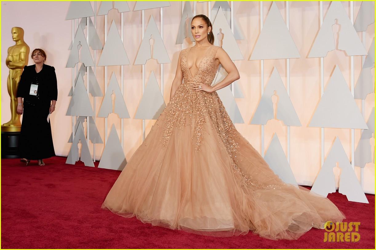 Jennifer Lopez Looks Elegant For Oscars 2015 Red Carpet