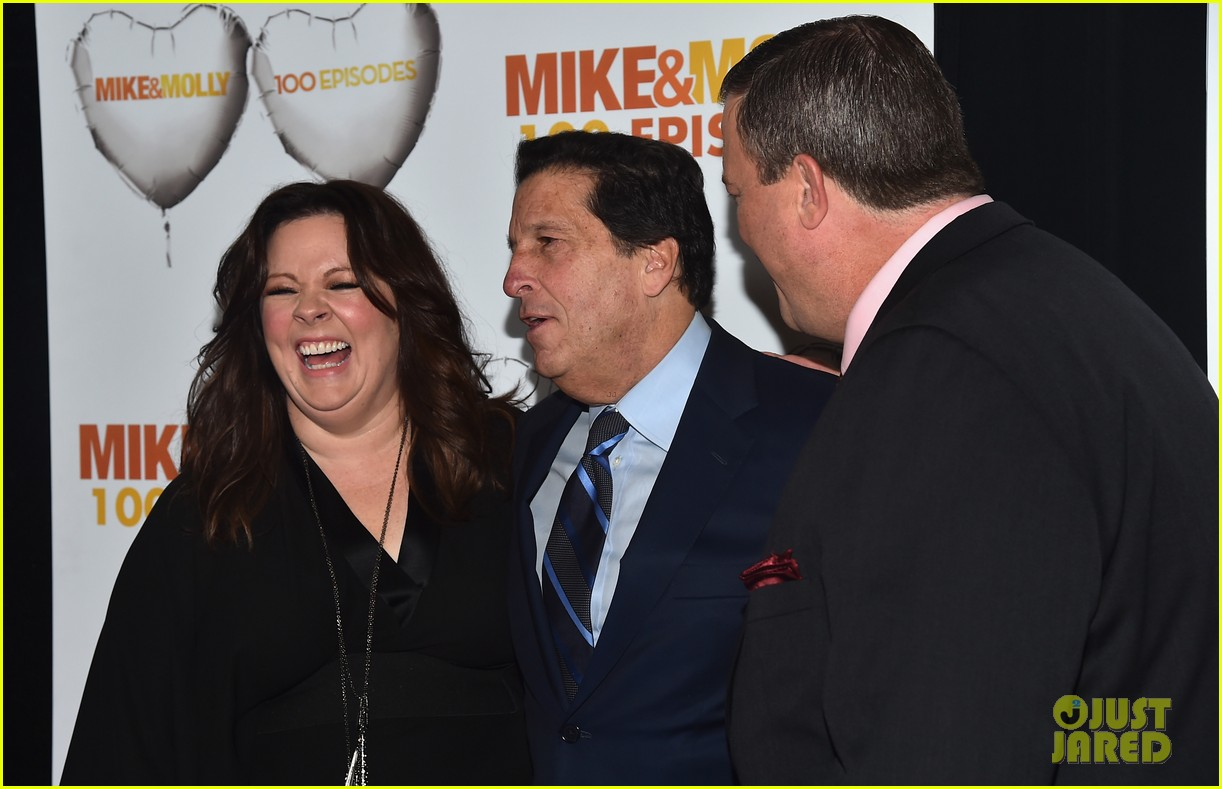 melissa mccarthy billy gardell celebrate mike molly 100th episode 103294014