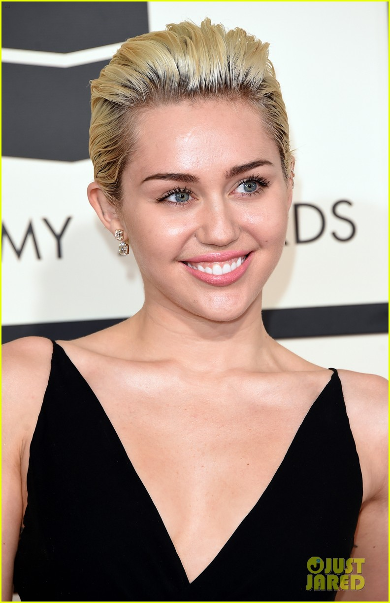Miley Cyrus Shows Some Skin At The Grammys 2015 Photo