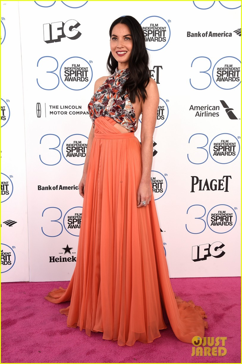 olivia munn gillian jacobs spirit awards 2015 063309563
