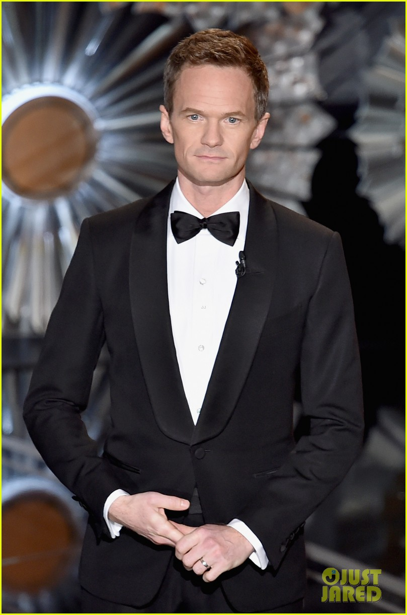 Neil Patrick Harris Strips Down To His Underwear For Oscars 2015