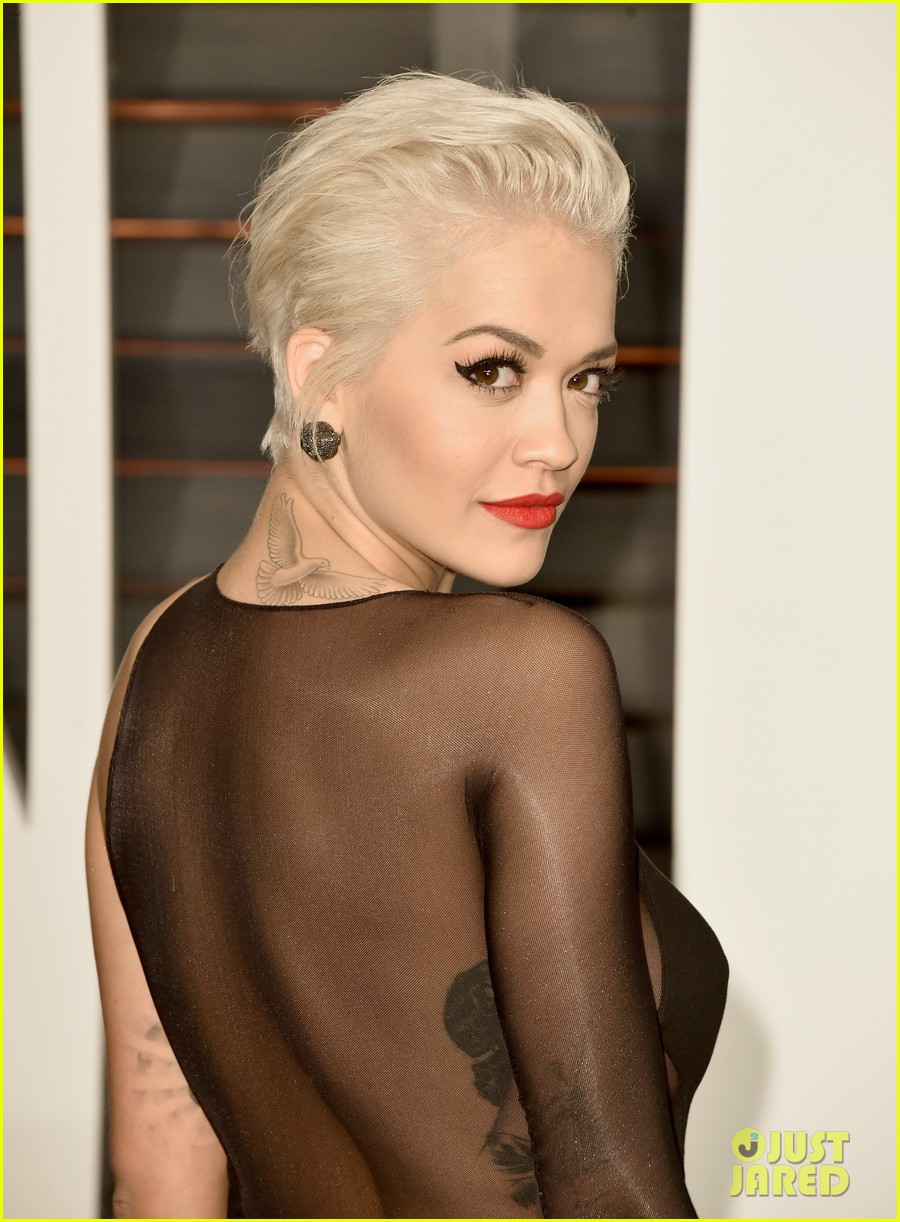 rita ora bares her booty at vanity fair oscar party 2015 023311587