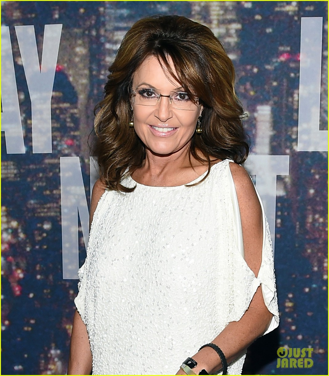 sarah palin shows some skin in short dress at snl 40 013305295