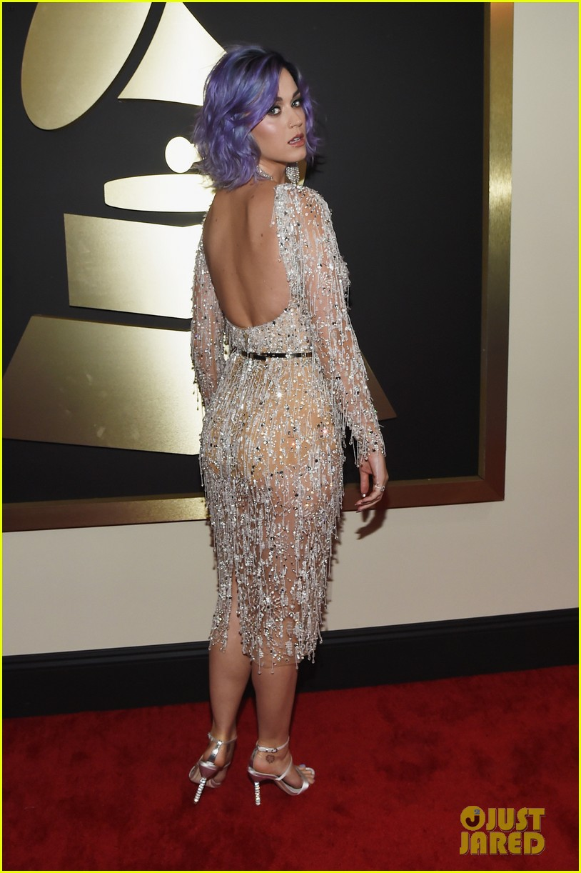 katy-perry-grammys-2015-red-carpet-03.jp